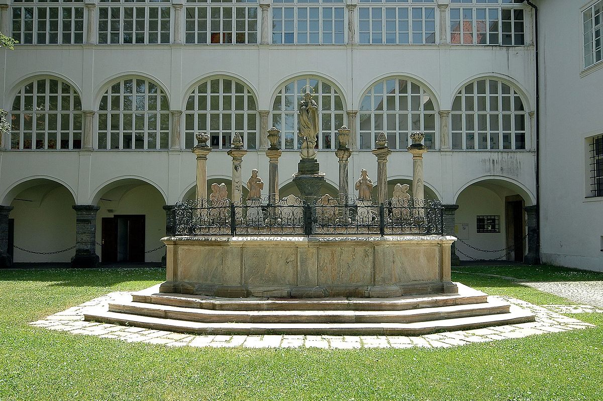 Marienbrunnen im Stift Viktring