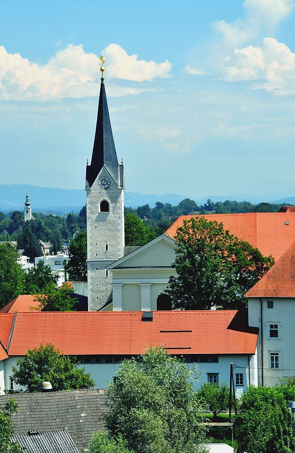 Westansicht der Stiftskirche